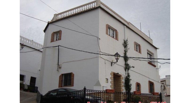 C0443 - Albondón - Village