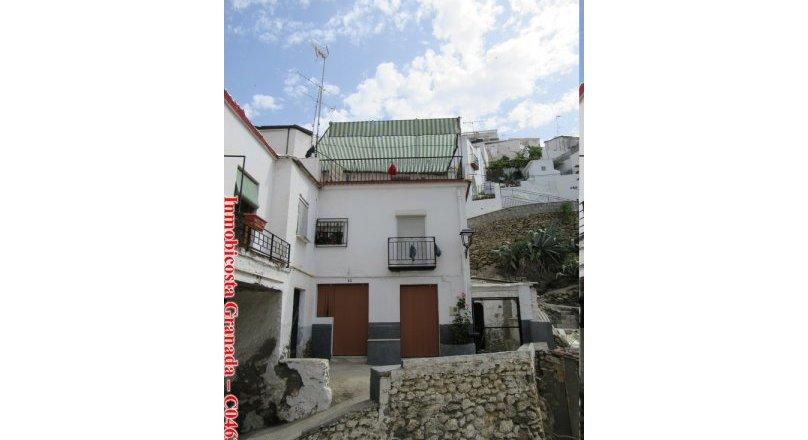 C0463 - Large Village property in Albuñol