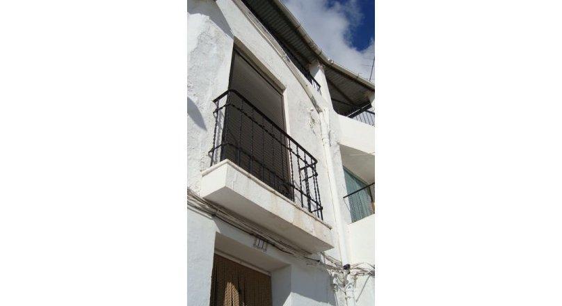 C0390 - Large house in Albondón